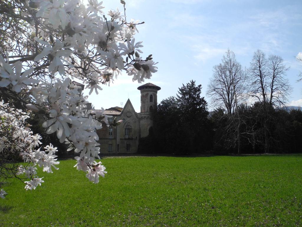 castello-miradolo-primavera