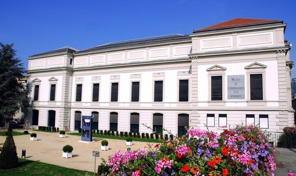 vue-exterieure-du-musee-de-limpression-sur-etoffes-f-hurst_-1024x609