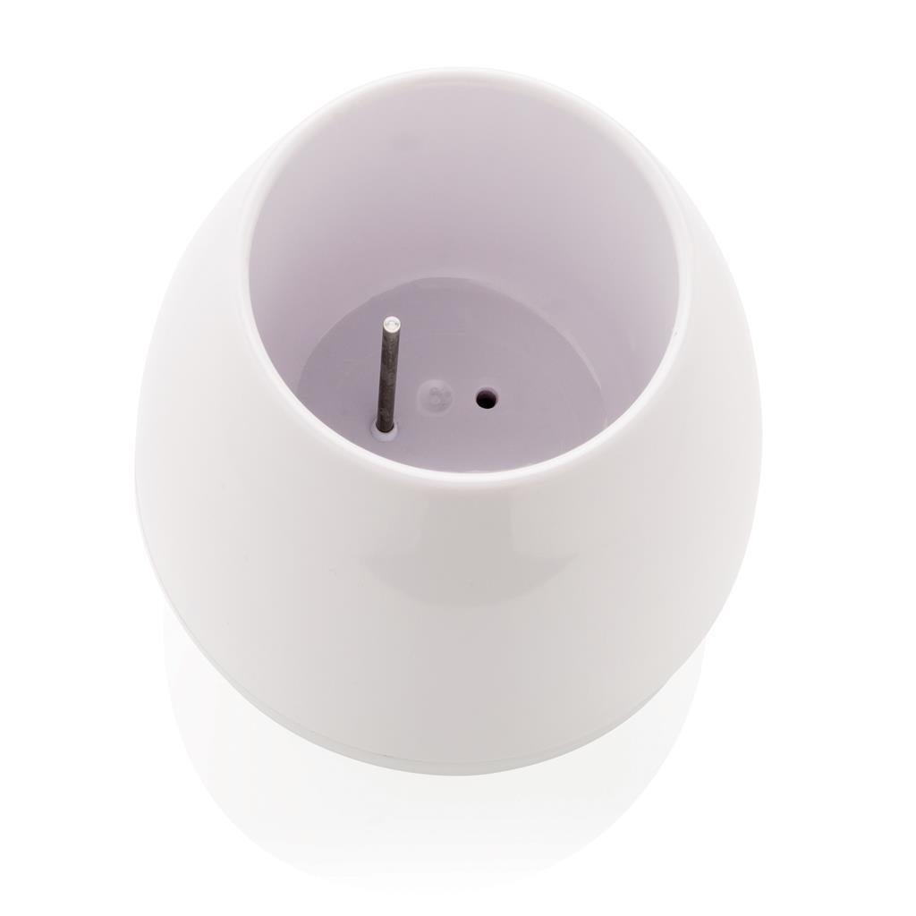 Un particolare del vaso della pianta speakerUn particolare del vaso della pianta speaker