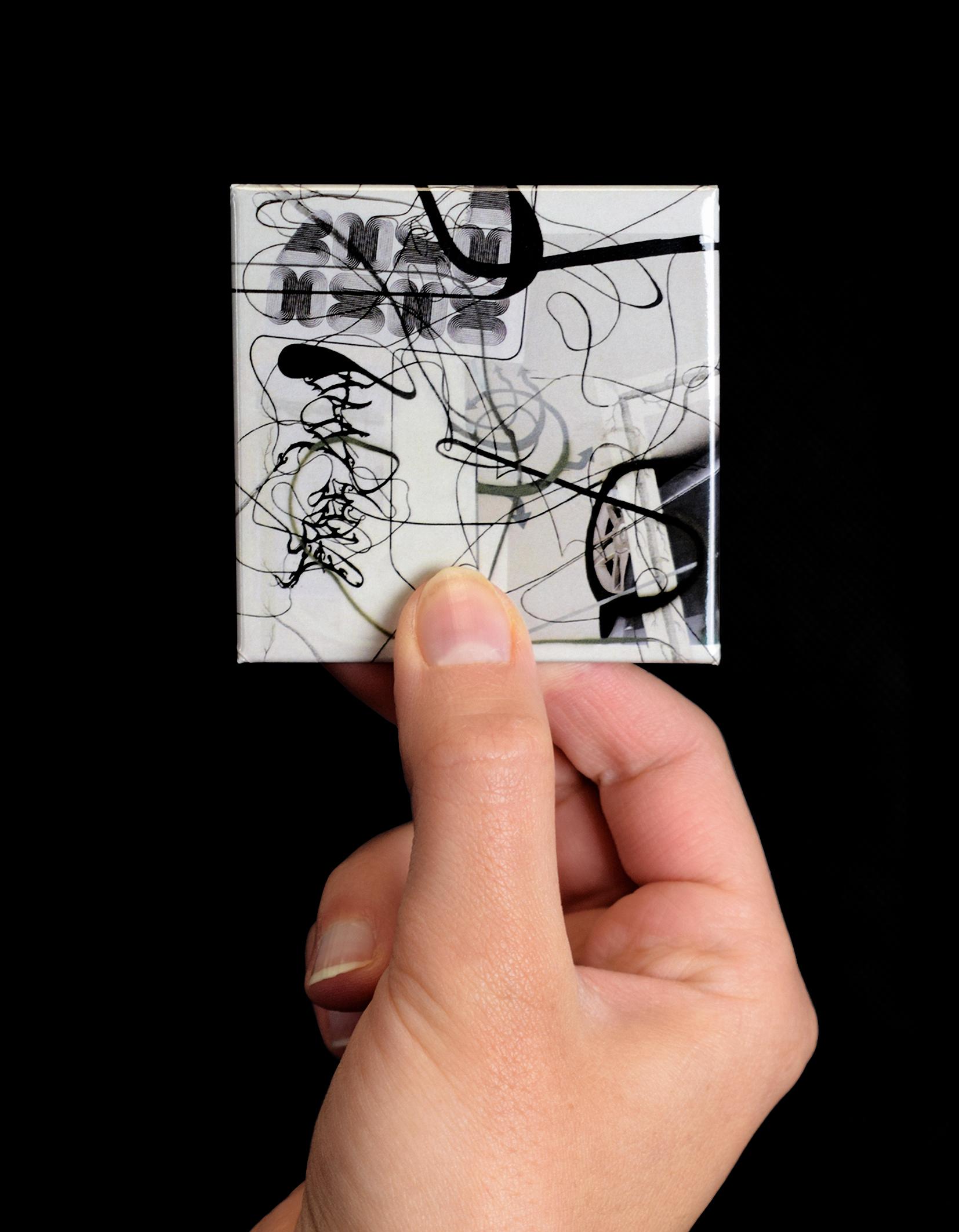 """Magnete personalizzato con opera """"Old Man Driver"""" per l'esposizione """"Cows by the water"""" a Palazzo Grassi"""