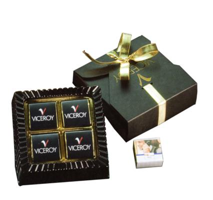 Elegante confezione di cioccolatini natalizi