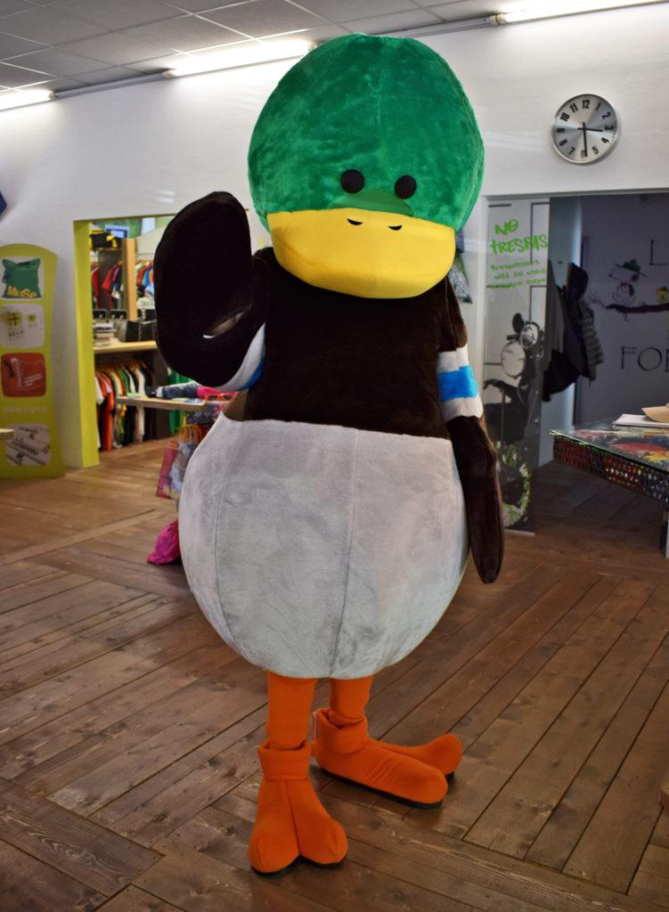 Paolino - mascotte dell'Hotel Du Lac in visita nel nostro showroom
