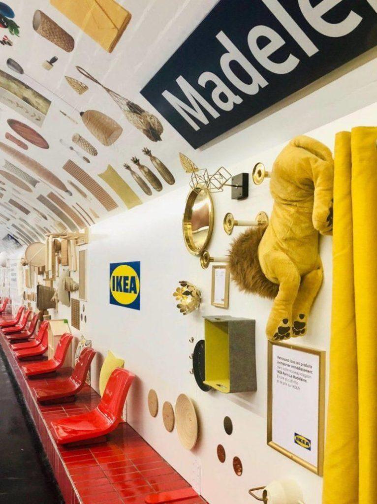 pubblicità Ikea in metropolitana guerrilla marketing