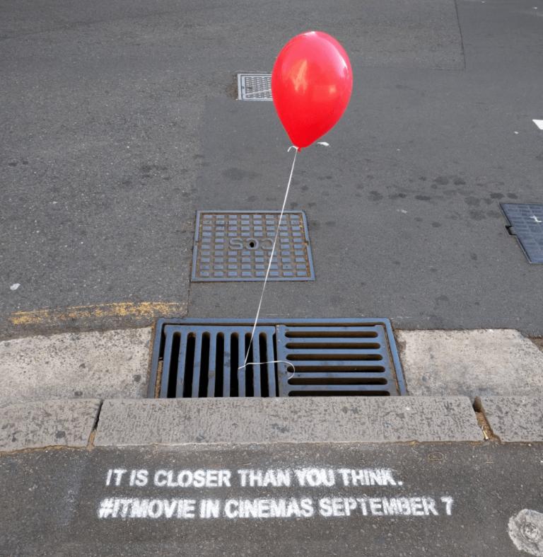 pubblicità con palloncino rosso guerrilla marketing film It