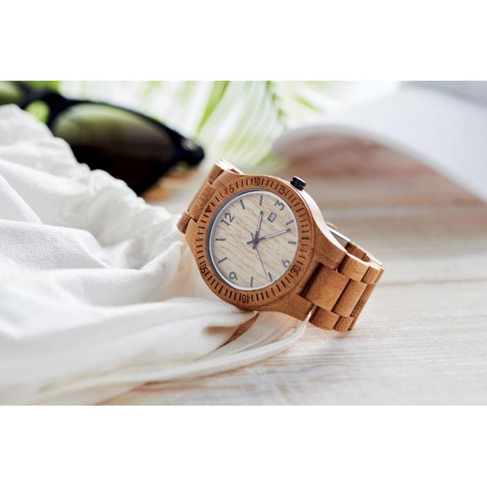 Orologio in legno naturale con quadrante chiaro