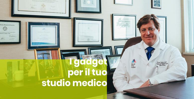 Medico nel suo studio