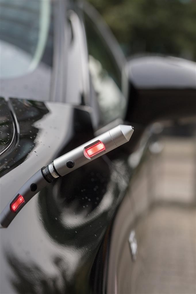 luce di emergenza applicato a una macchina
