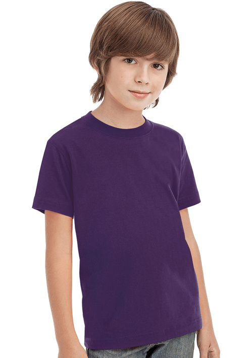 Bambino che indossa una t-shirt blu