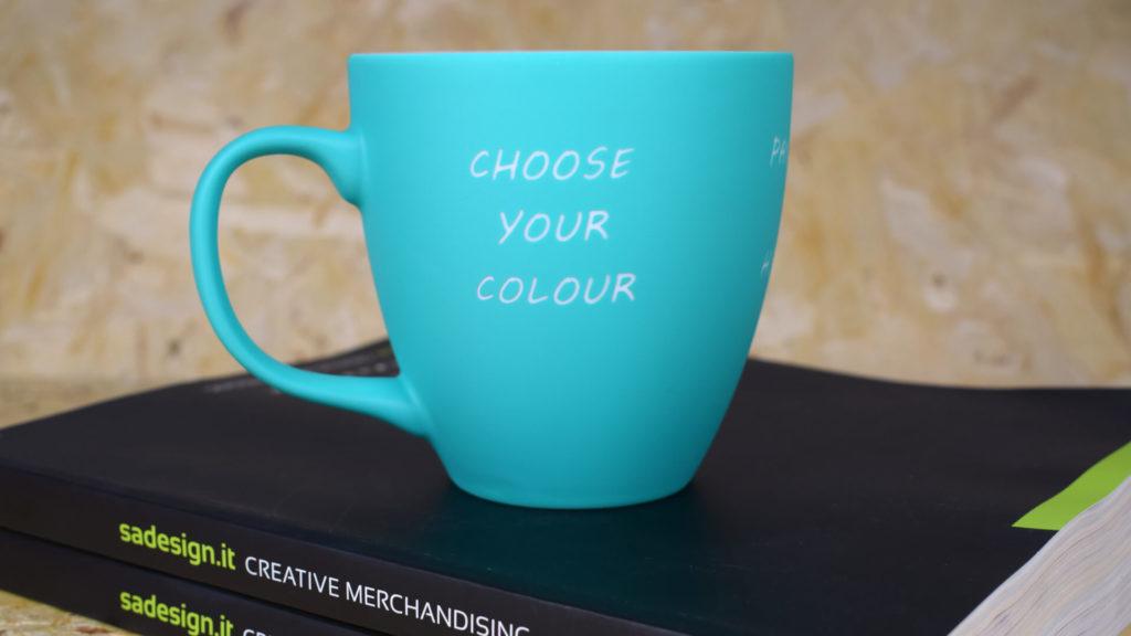 Tazza azzurra con scritta