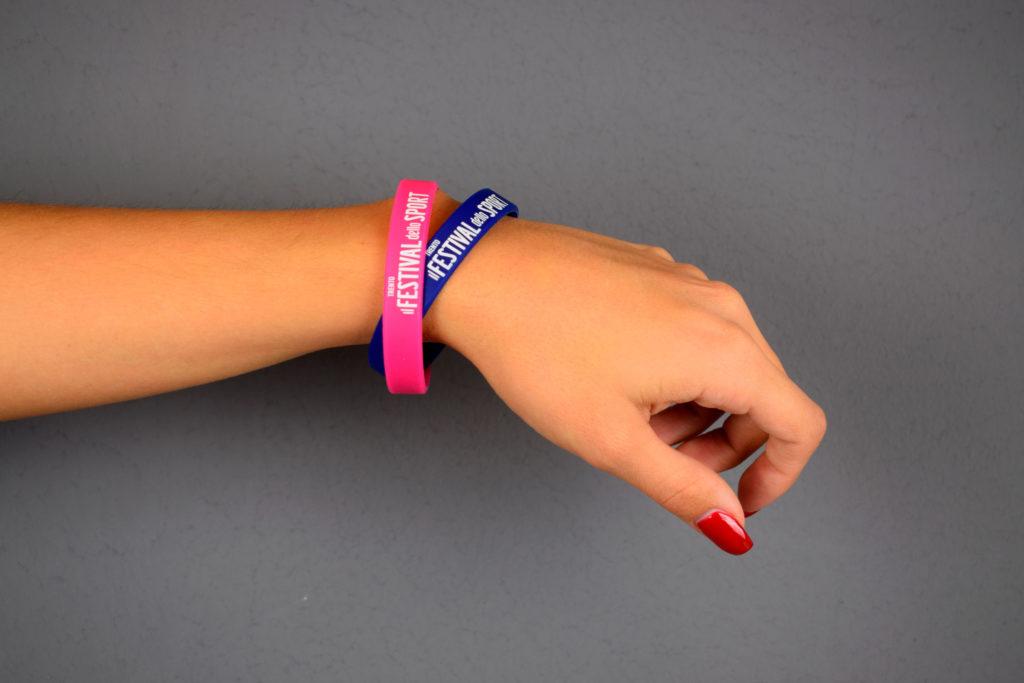 braccialetti con il logo del festival dello sport