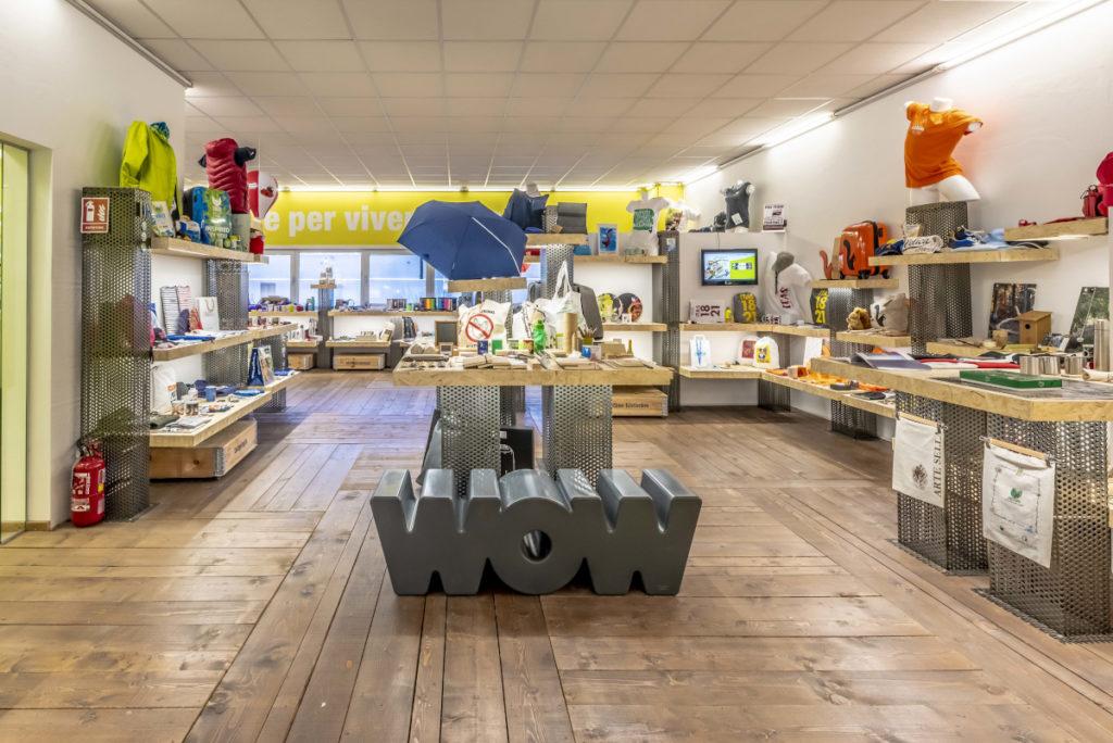 showroom di sadesign con tanti gadget aziendali economici