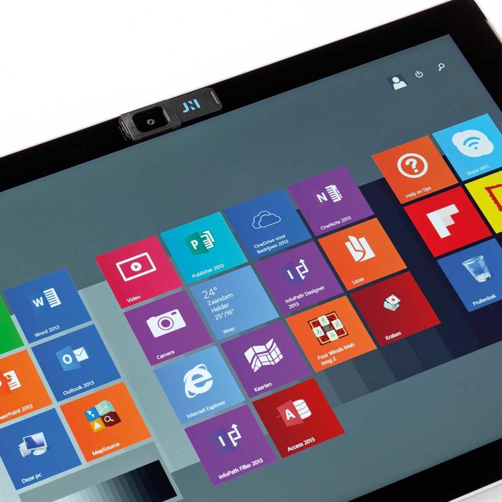 copri webcam per tablet aperto