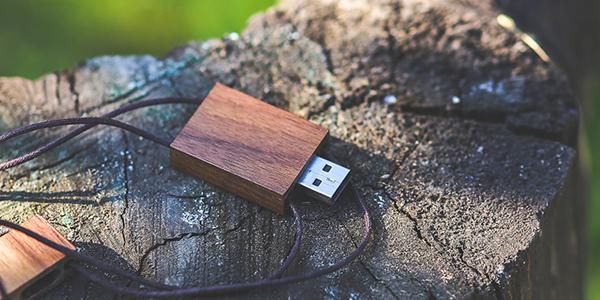 versione ecologica della chiavetta usb in legno