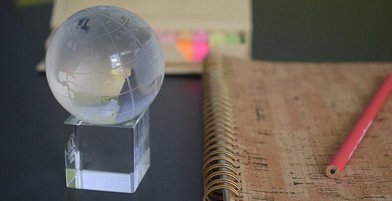 idee gadget viaggi fermacarte mondo