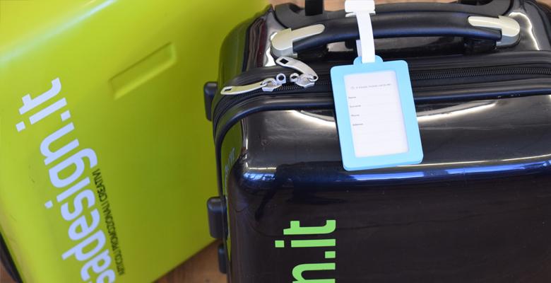 etichetta da attaccare alla valigia