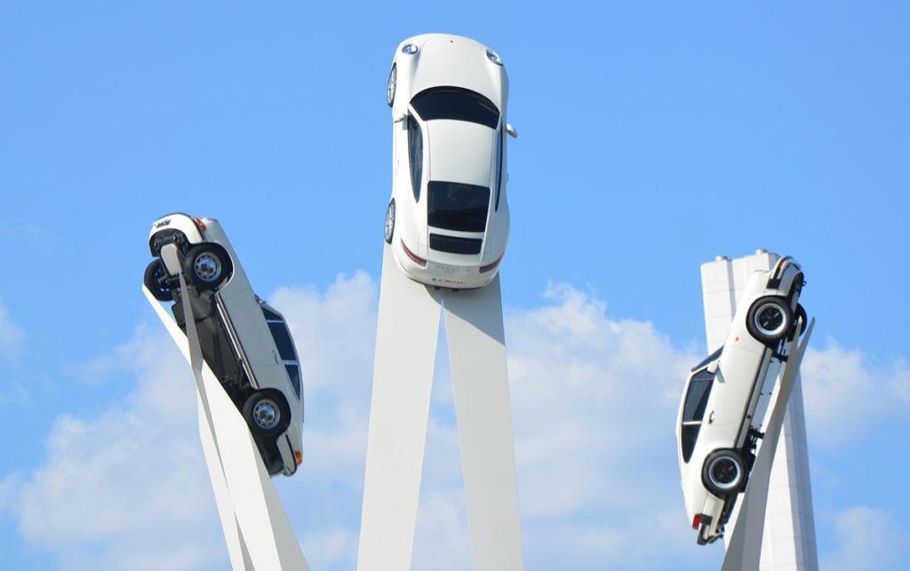 installazione artistica Porsche come esempio di altri modi per comunicare il brand