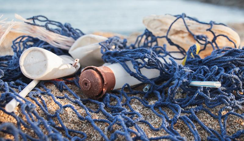 cose di plastica pescate dal mare