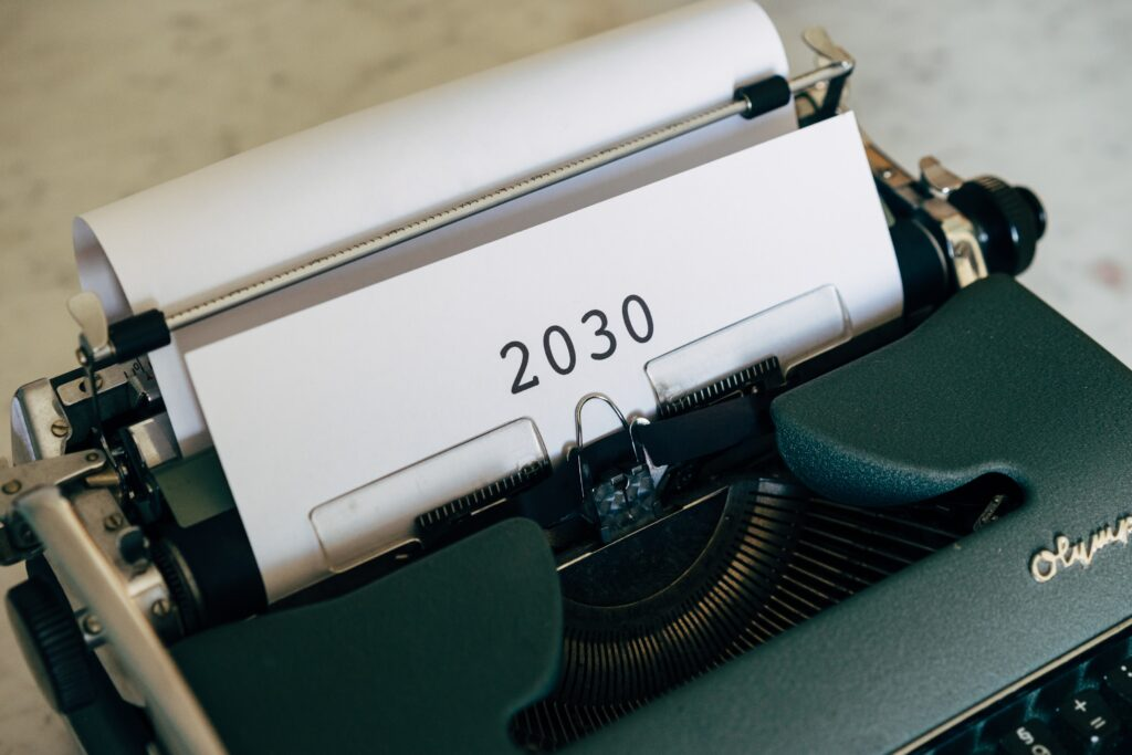 macchina da scrivere con 2030, l'anno della cultura sostenibile come sdg