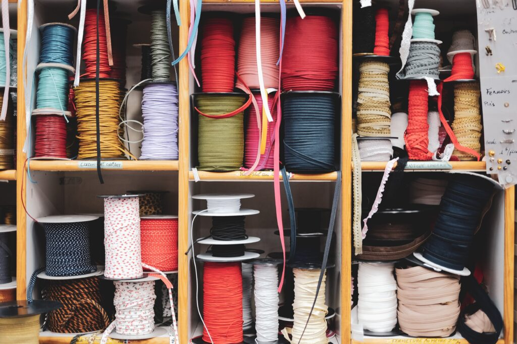 bobine di fili di colori
