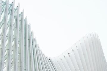 edificio moderno come esempio di architettura cultruale sostenibile