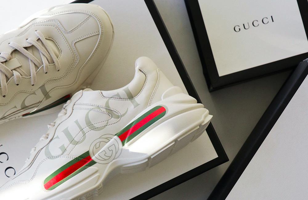 foto scatola scarpe gucci con scarpe come esempio di brand che ha avuto certificazione di moda sostenibile
