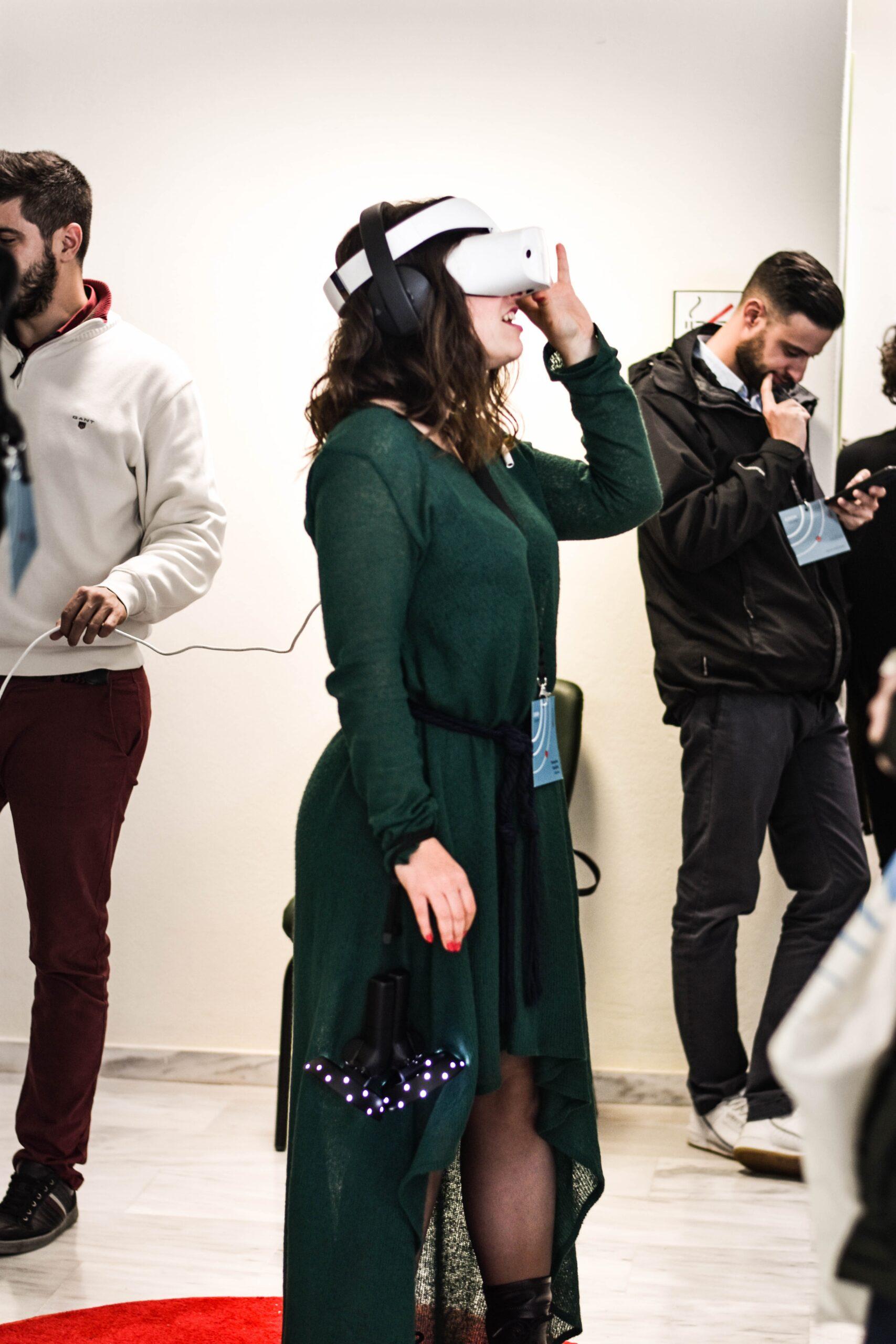 persone con visore ar come esempio di mostre virtuali