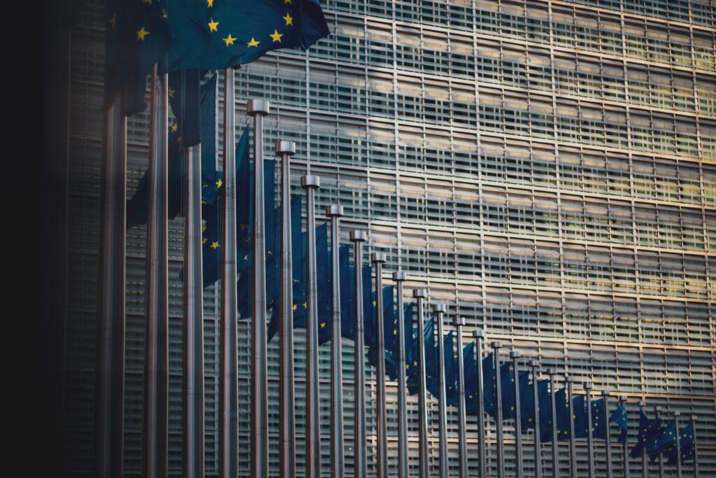 vetrate del parlamento europeo, sede in cui è stato approvato il diritto alla riparazione