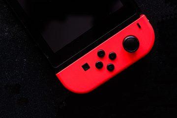 gameboy rosso su sfondo nero