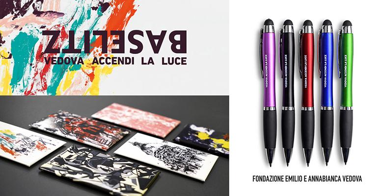 magneti e penne della mostra Baselitz, Vedova accendi la luce, una delle mostre autunno 2021